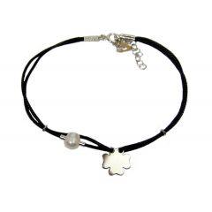 Bransoletka koniczynka z perełką na czarnym sznurku