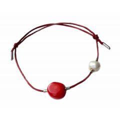 Bransoletka z koralem i perłą na bordowym sznurku